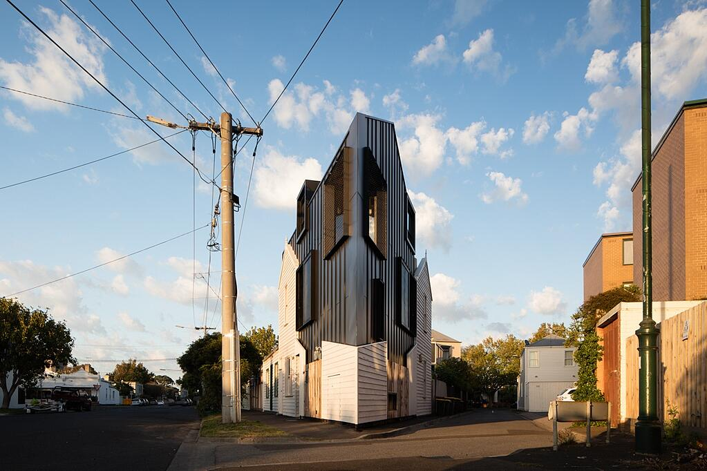Acute House by OOF! Architecture | Photo: Nic Granleese.jpg